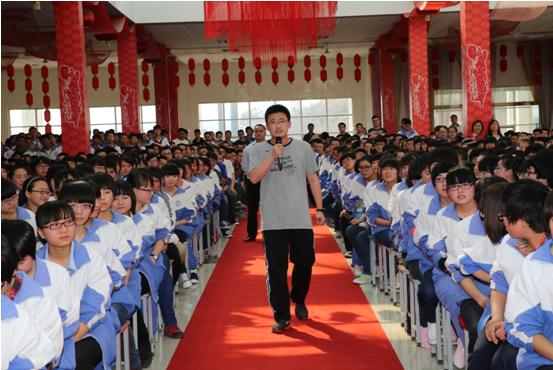 吕梁离石区江阴高中高考六十天冲刺王国权励志演讲图片